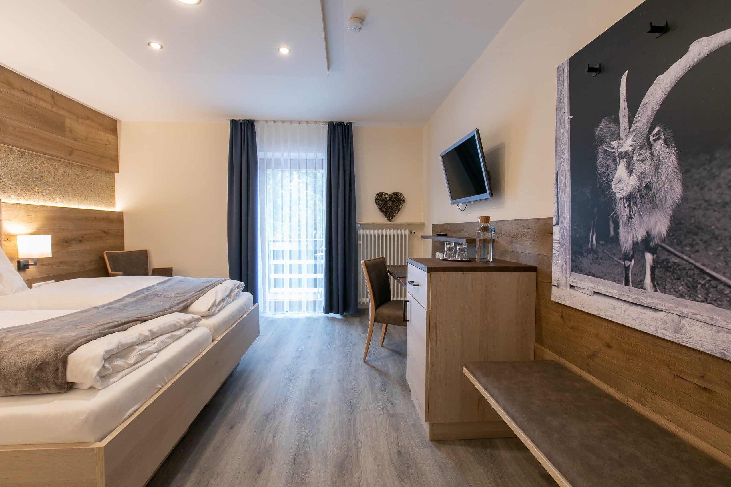 Heimatliebe Doppelzimmer, Hotelzimmer