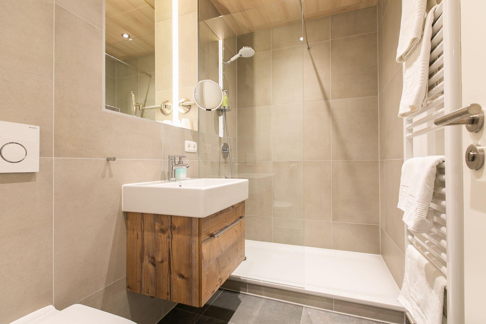Doppelzimmer, Badezimmer, Zimmer
